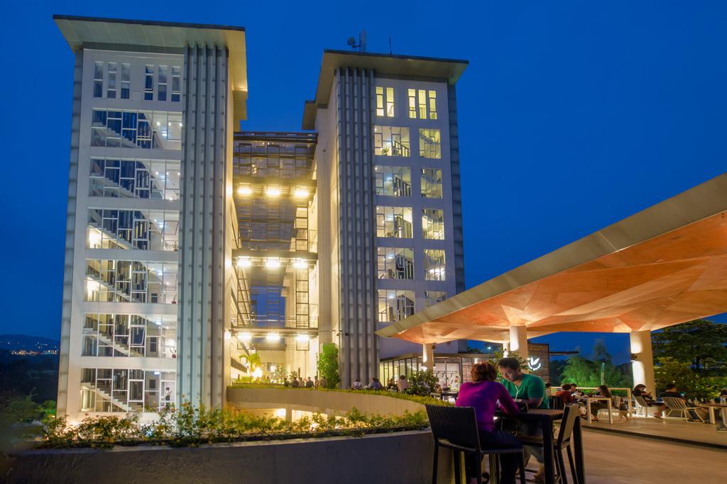 Building Clove Garden Hotel & Residence