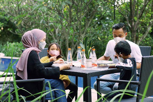 Rencanakan Liburan Keluarga di Bandung bersama Clove Garden Hotel